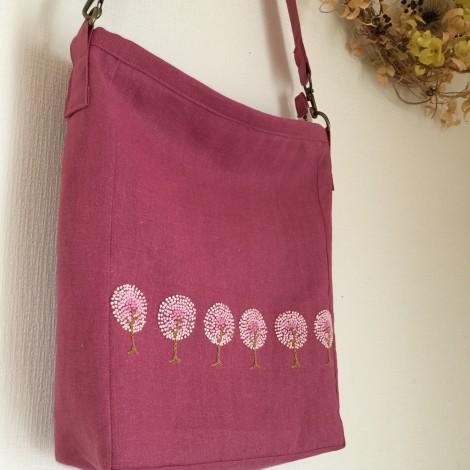 pinkwoodの手刺繍のショルダー