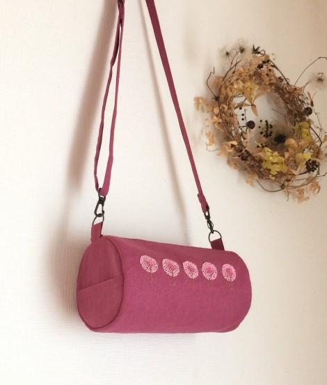 pinkwoodの手刺繍の筒型ショルダー